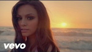 Video: Cher Lloyd - Oath (feat. Becky G)